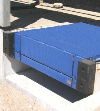 Niveleur de quai à levre telescopique bleu Norsud